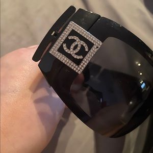 Chanel sunglasses 5086 B